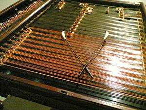 300px-Cimbalom-Bohak-1